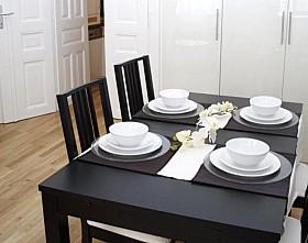 Schwarzer esszimmertisch for Bilder fur kuchenwande