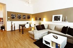 Tolles Braunes Sofa Abgestimmt Mit Der Braunen Wandfarbe